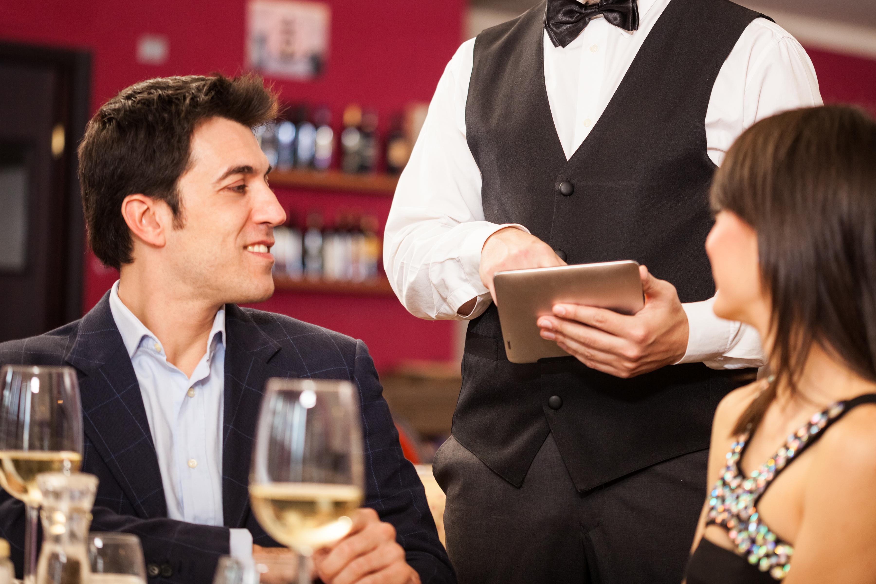 Смотреть порно с официантками с большими сиськами